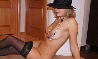 Elise, MILF blonde d'Aix-en-Provence, cherche toyboy